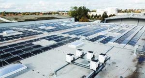 Gewerbliche Photovoltaikanlage auf Flachdach