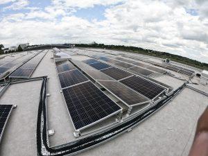 Procedes PV-Anlage auf dem Dach von oben